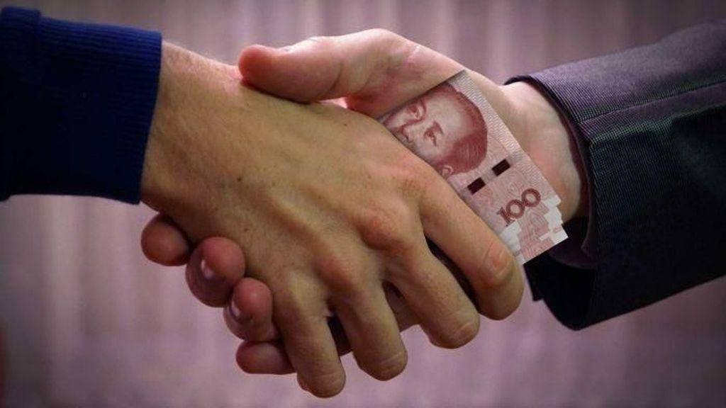 Dari Uang Sampai Rokok: Kebiasaan Memberikan Angpao di China