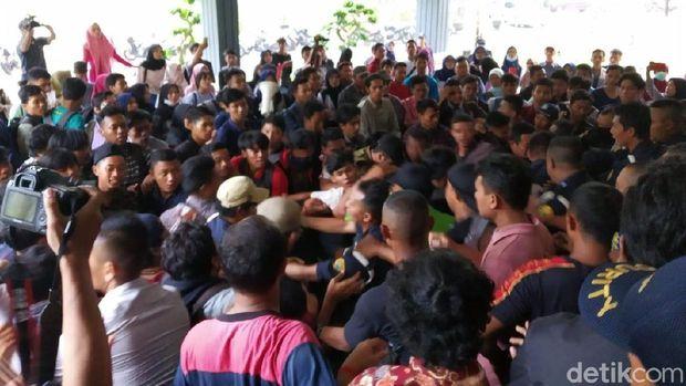 Demo soal Beasiswa Bidikmisi di Universitas Jember Berakhir Ricuh