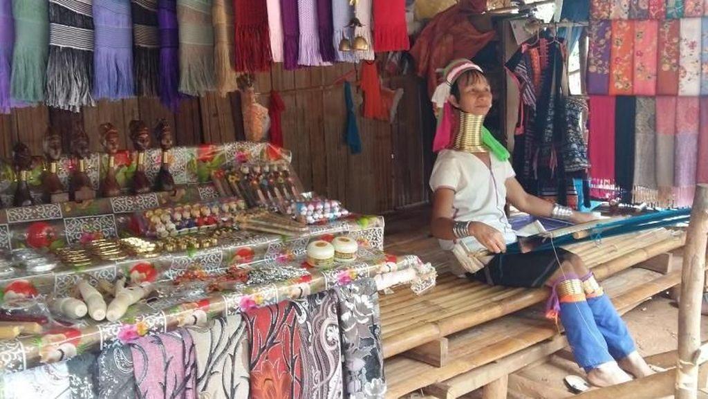 Bertemu Suku Leher Panjang di Chiang Rai