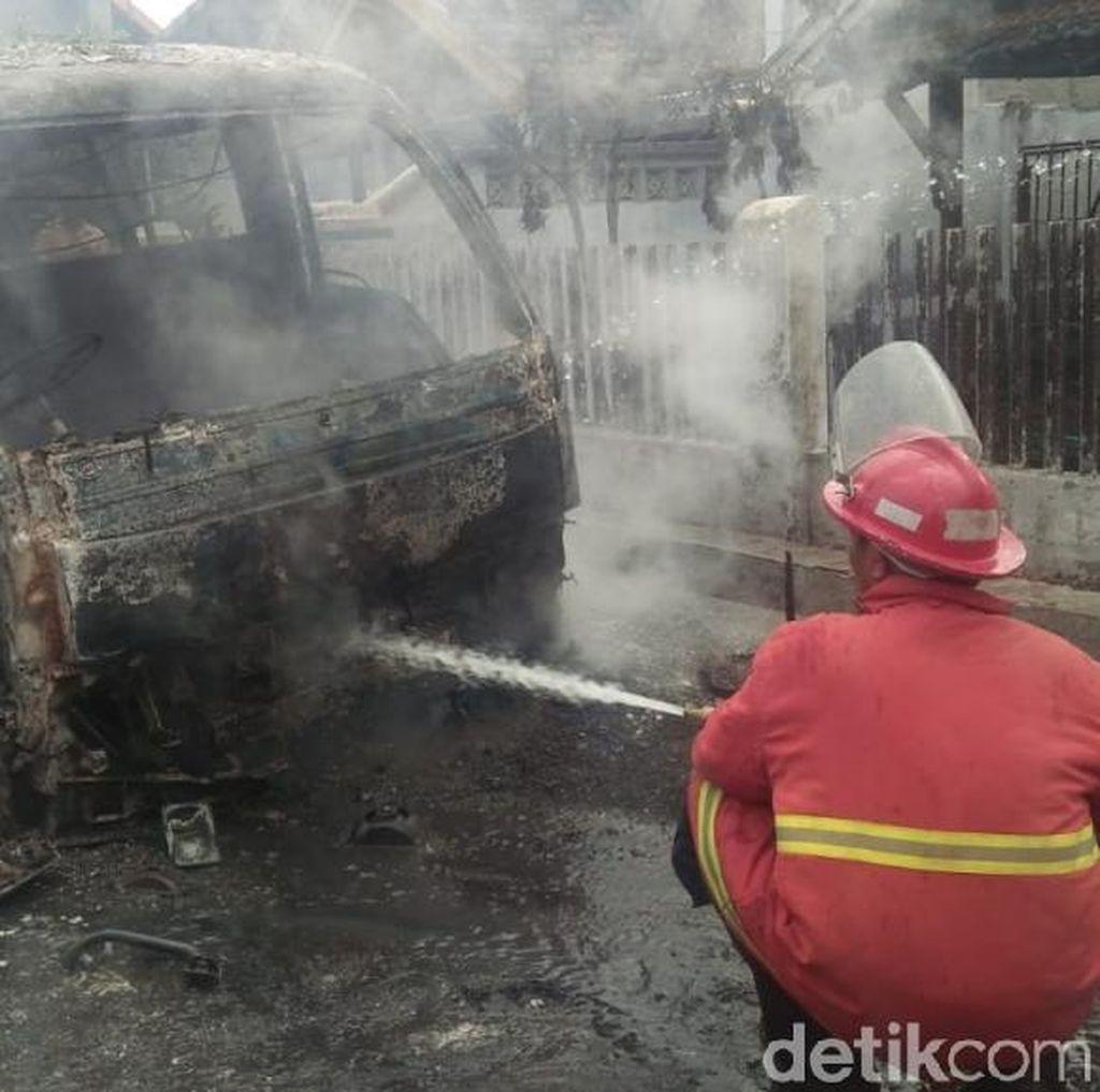 Sebuah MPU Hangus Terbakar Diduga Korsleting