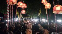 Lampion menghiasi kala tradisi berlangsung (Sudirman Wamad/detikTravel)