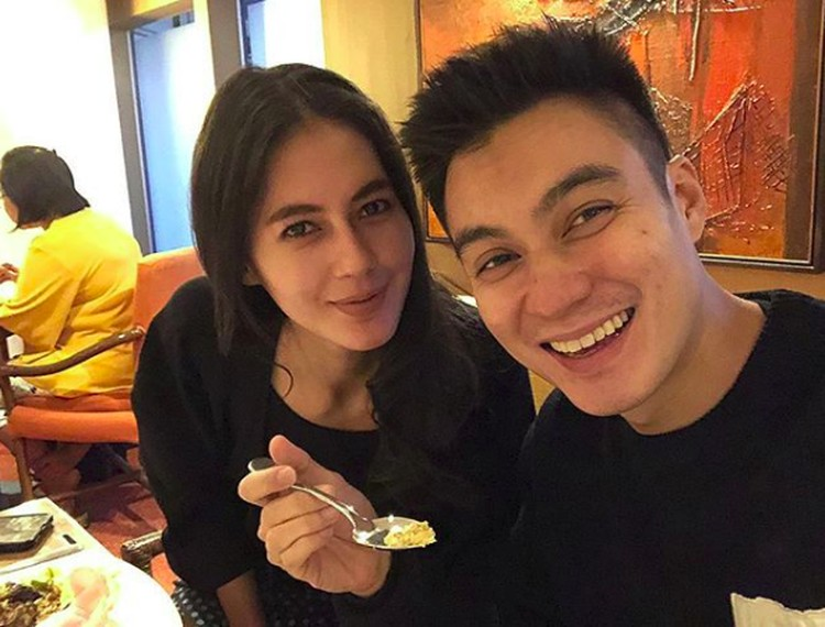 Kabar bahagia datang dari pasangan Paula Verhoeven dan Baim Wong. Pada Kamis (22/11/2018), mereka sah menjadi suami dan istri. (Foto: Instagram/baimwong)