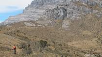 Foto: Pegunungan Jayawijaya yang Indah dan Tak Terjamah