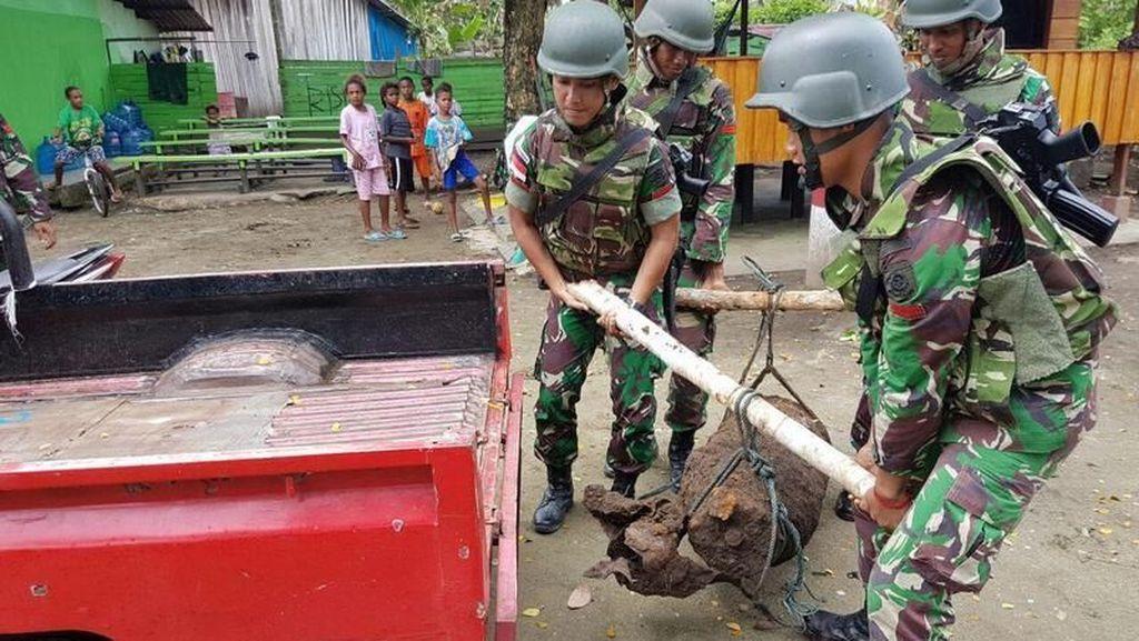 Warga Skouw Mabo Papua Temukan Bom Sepanjang 1,25 M Sisa Perang