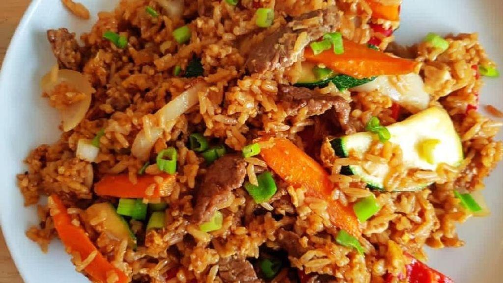 Cuman Punya Nasi dan Sayuran? Bikin Saja Nasi Goreng Enak