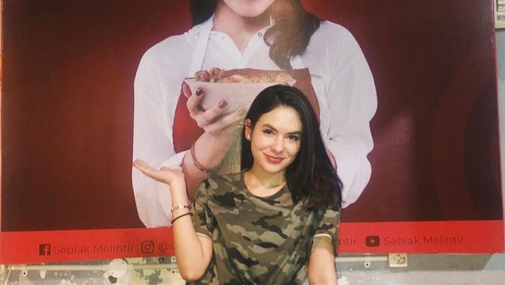 Steffi Zamora, Aktris Plus Penjual Seblak Cantik yang Doyan Kulineran