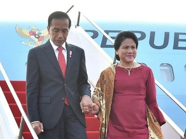 Perempuan tangguh dalam hidupku adalah Ibu Iriana, kata Jokowi dalam caption foto ini. So sweet sekali ya. (Foto: Instagram @jokowi)