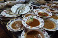 Ke Malaysia, Menlu Retno Masurdi Cicipi Nasi Kerabu Racikan Warung