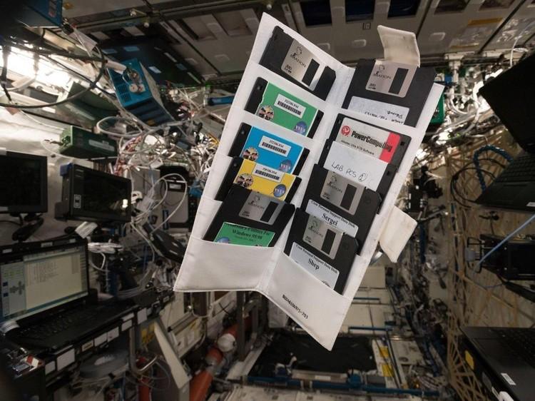 Disket di ISS