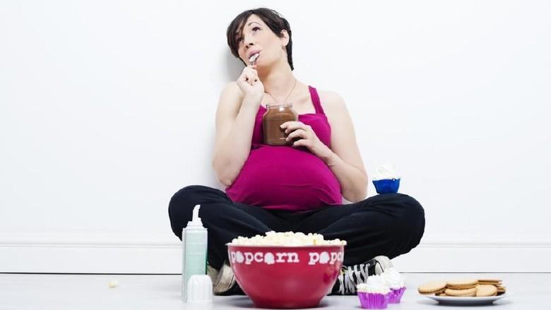 3 Alasan Ibu Hamil Mengidam Makanan Tertentu /Foto: iStock