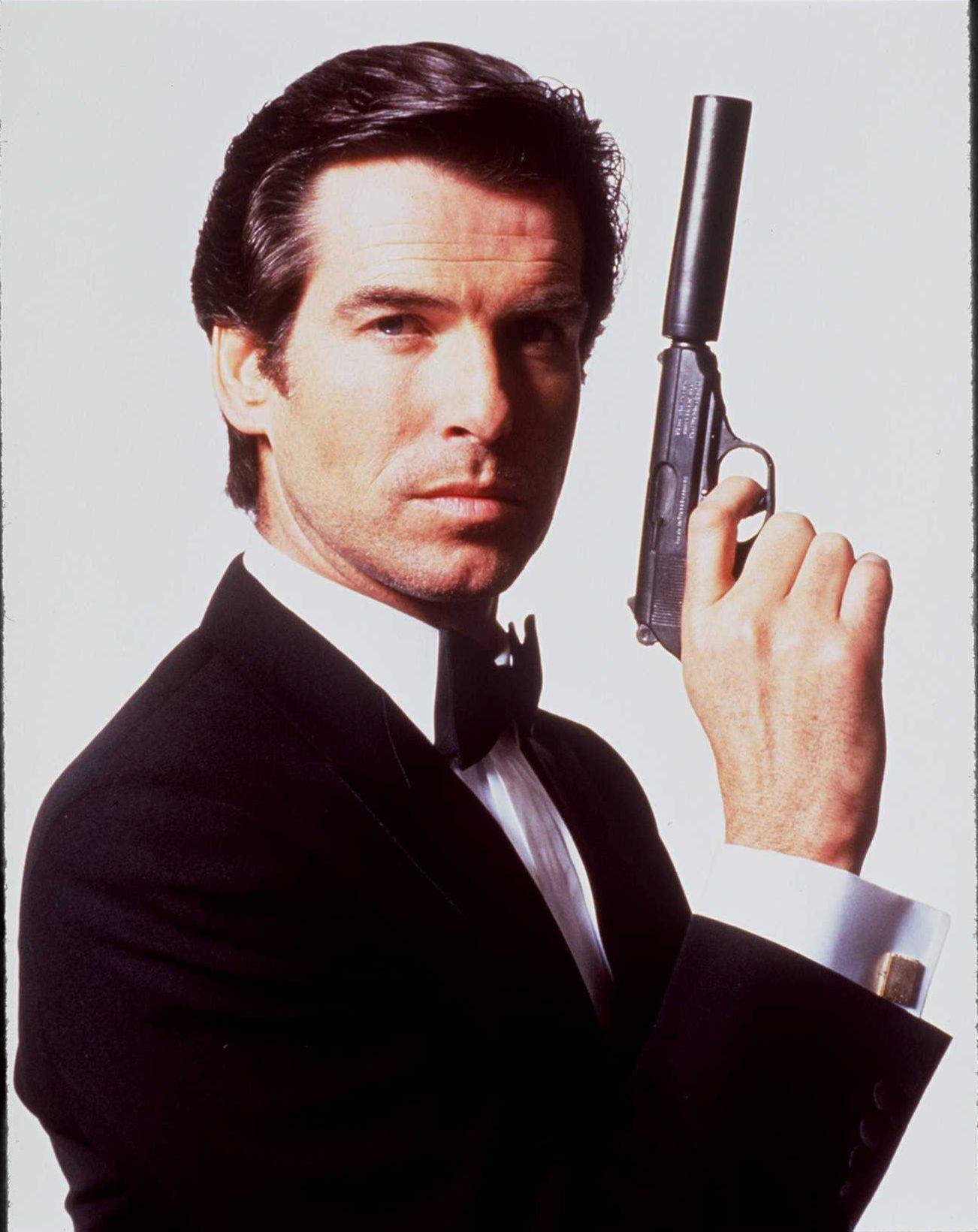 Pierce Brosnan saat memerankan James Bond