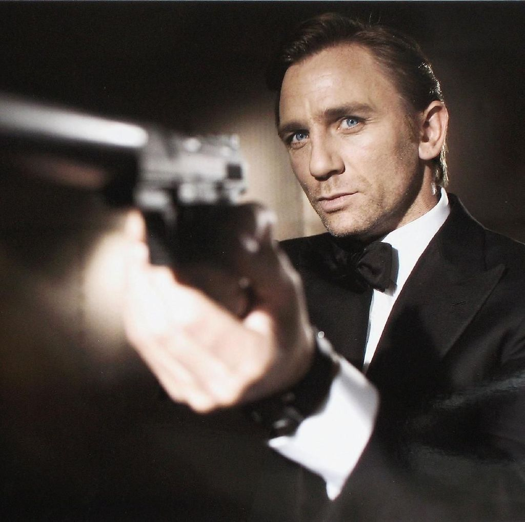 Seorang Pria Ditahan di Lokasi Syuting Bond 25 soal Kamera di WC Perempuan