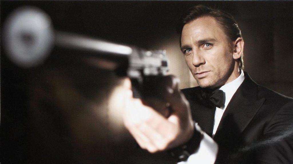 Daniel Craig Jadi James Bond Pertama yang Rambutnya Ubanan di No Time To Die