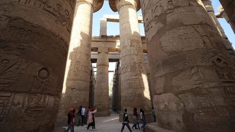 Peradaban Mesir kuno terkenal dengan kemajuan ilmu dan teknologi. Beragam situs bersejarah pun masih kokoh hingga kini, salah satunya Kuil Karnak di Luxor.