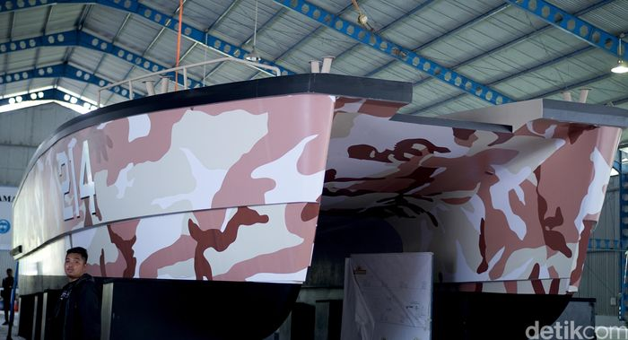 Ini merupakan tank boat pertama di dunia.