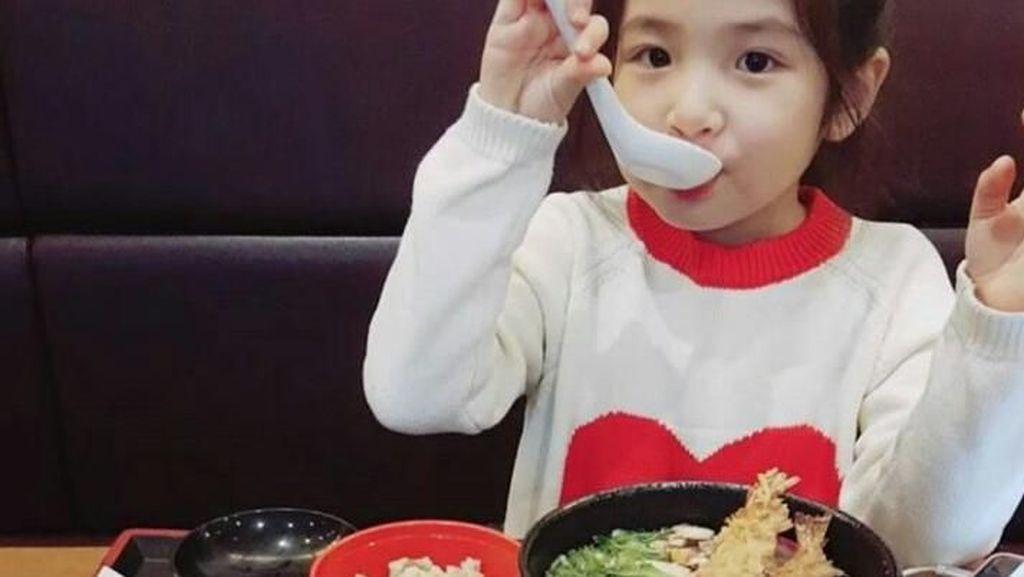 Ini Dia Artis Cilik Korea, OckyYerin Saat Menikmati Es Krim Hingga Udon