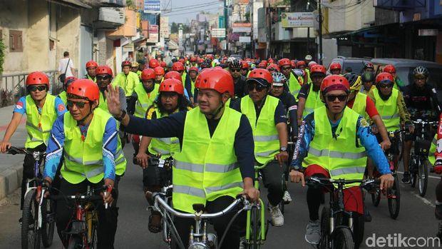 Walikota Bogor Bima Arya bersepeda bersama jajarannya.
