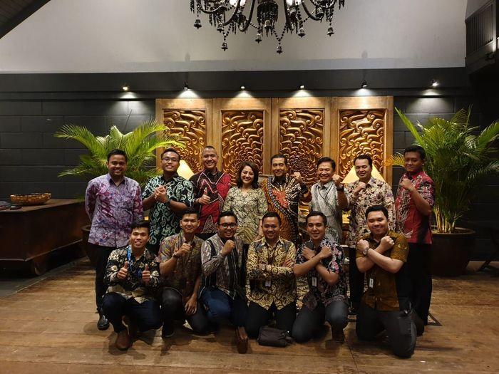 Direktur Utama Bank BRI Suprajarto didampingi Corporate Secretary Bank BRI Bambang Tribaroto dan jajaran manajemen Bank BRI berdiskusi bersama sejumlah generasi milenial BRI yang dilaksanakan di Jakarta, kemarin (22/11). Foto: dok. BRI