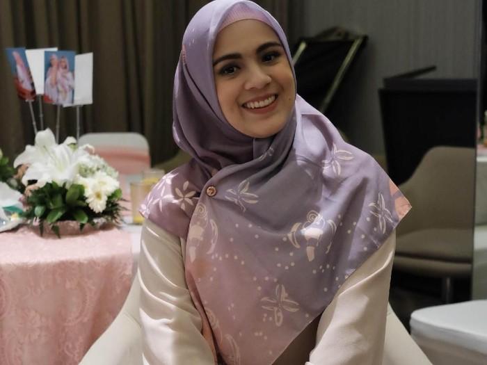 Tutorial hijab ala Nycta Gina. Foto: Foto: Silmia Putri/Wolipop