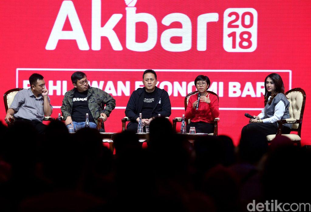 Acara Kopdar Akbar Komunitas Bukalapak kembali digelar. Ajang yang menjadi wadah bertukar pikiran antar pelapak se-Indonesia ini turut dihadiri Kepala Badan Ekonomi Kreatif Triawan Munaf serta Founder dan CEO Bukalapak Achamd Zaky.