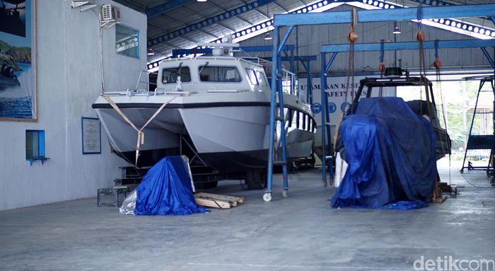 PT Lundin Industry Invest merupakan salah satu galangan kapal swasta yang ada di Indonesia. Bermarkas di Banyuwangi, Jawa Timur Lundin sudah mengekspor kapal ke Australia hingga Swedia.