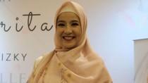 Lewat Bisnis Kerudung, Natasha Rizky Asah Kemampuan Sketsa