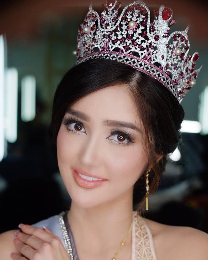 Dara bernama lengkap Sonia Fergina Citra ini terpilih sebagai Puteri Indonesia 2018. Selain pintar, Sonia juga berparas cantik dan bertubuh langsing. Foto: instagram @soniafergina