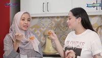 Intip Kompaknya Nagita Slavina dan Laudya Cynthia Bella Masak Mie Indonesia dan Malaysia!