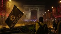 Bentrokan di Paris: Protes Warga Prancis Bukan Hanya Soal Harga BBM