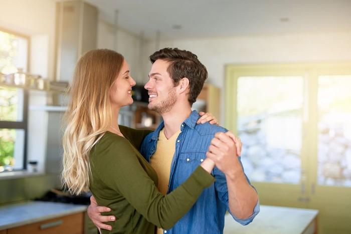 Ilustrasi pasangan jatuh cinta. Foto: iStock