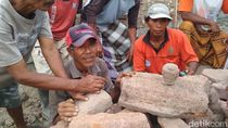 Patung Kepala Budha Ditemukan di Fondasi Gapura Desa di Rembang