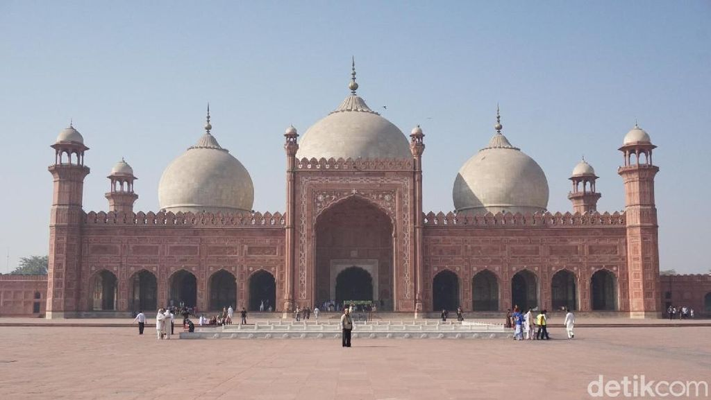 5 Kemegahan Masjid Badshahi di Pakistan