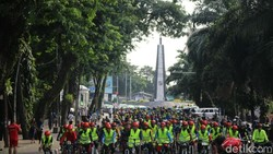 Udara yang sejuk membuat Bogor jadi kota yang asyik untuk bersepeda. Walikota Bogor Bima Arya melakukannya baru-baru ini sambil mengkampanyekan antirokok.