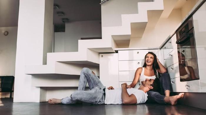 Bercinta dengan pasangan ternyata banyak manfaatnya (Foto: iStock)