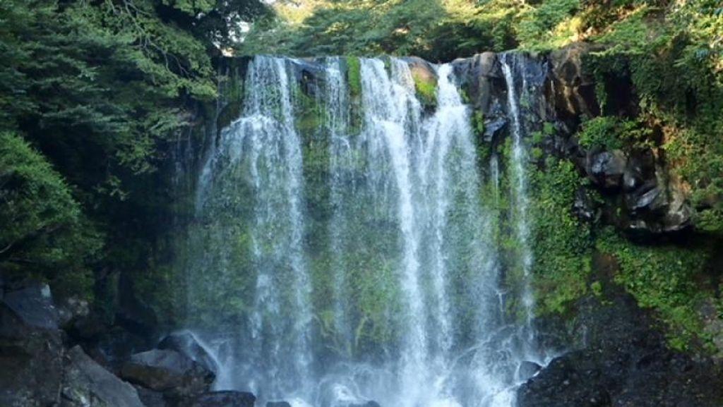 3 Air Terjun Cantik yang Wajib Dikunjungi di Pulau Jeju