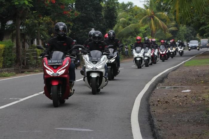 Honda PCX Digeber 1.400 Km Lintasi Keindahan Alam Indonesia Timur