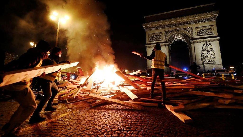 Demo Mencekam di Prancis Ricuh, Jalan Tol Sampai Lumpuh