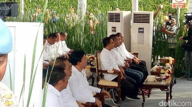 Gubernur DKI Anies Baswedan, Wakapolri Komjen Ari Dono, dan MenPAN-RB Syafruddin hadir di lokasi