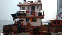 13 Kapal Pengangkut Sampah Belum Cukup Bersihkan Laut Jakarta