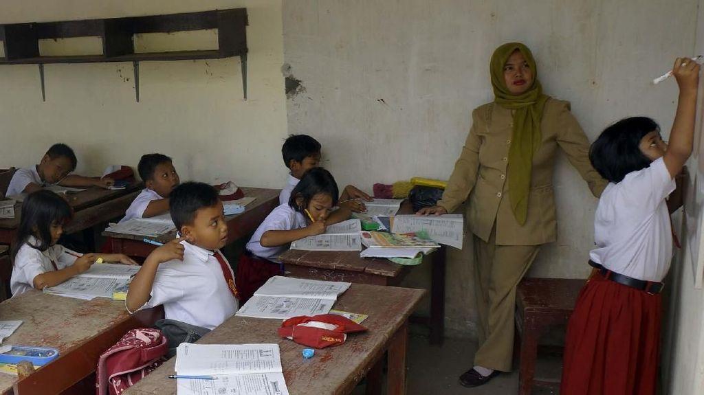 Hari Guru, Ribuan Pendidik di Serang Dapat Beasiswa dan Insentif