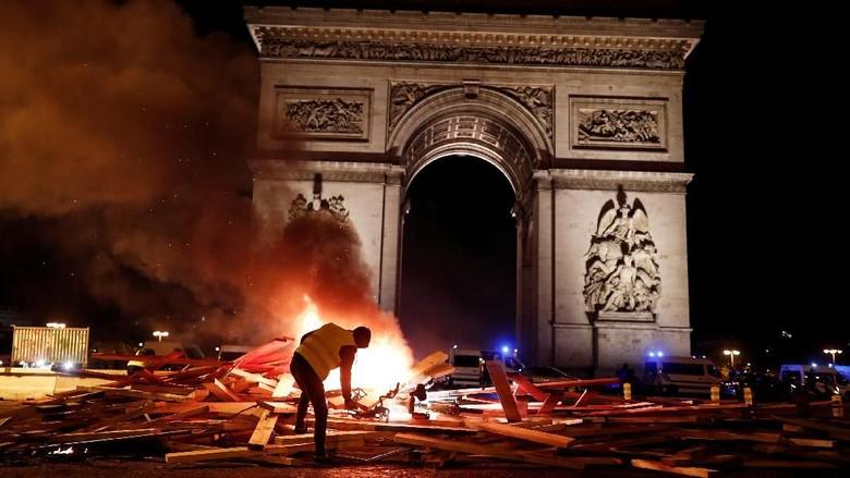Pasca Demo BBM Berakhir Ricuh, Menkeu Prancis akan Temui Pedagang
