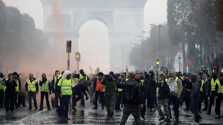Macron akan Pidato Kenegaraan Pasca Demo BBM Ricuh di Paris