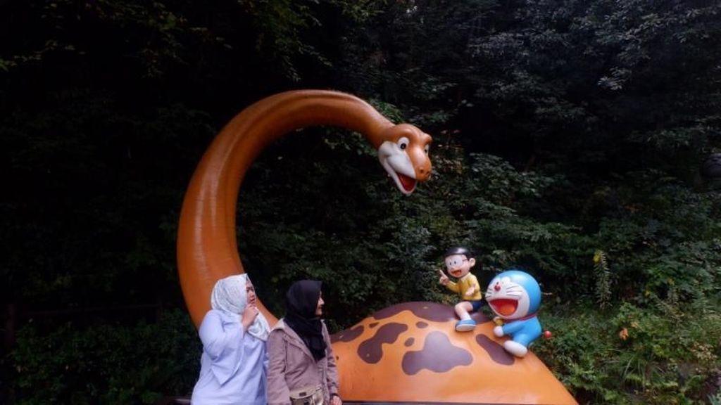 Berkeliling di Negeri Nobita dan Doraemon