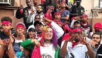 6ix9ine mengaku sebagai anngota Nine Trey Bloods, geng jalanan yang terkenal kejam dan melakukan banyak tindak kejahatan.Dok. Instagram/6ix9ine