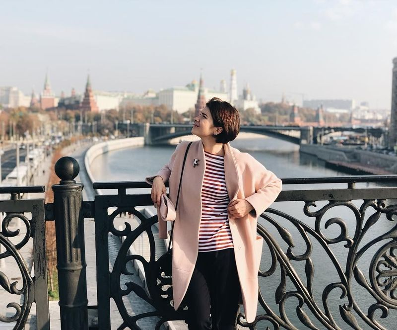 Inilah Oksana Voevodina, stuntgirl yang berasal dari Rusia dan gemar traveling ke berbagai negara (oks_voevodina/Instagram)