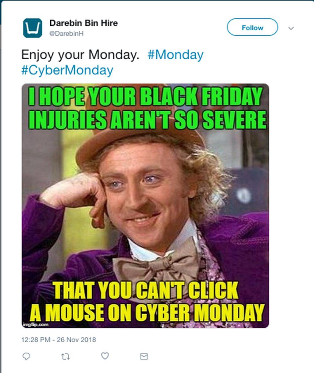 Black Friday identik dengan momen belanja yang cukup menuntut fisik karena terkadang sampai sikut-sikutan. Tak sampai cedera kan untuk belanja lagi di Cyber Monday? (Foto: Internet/Twitter)