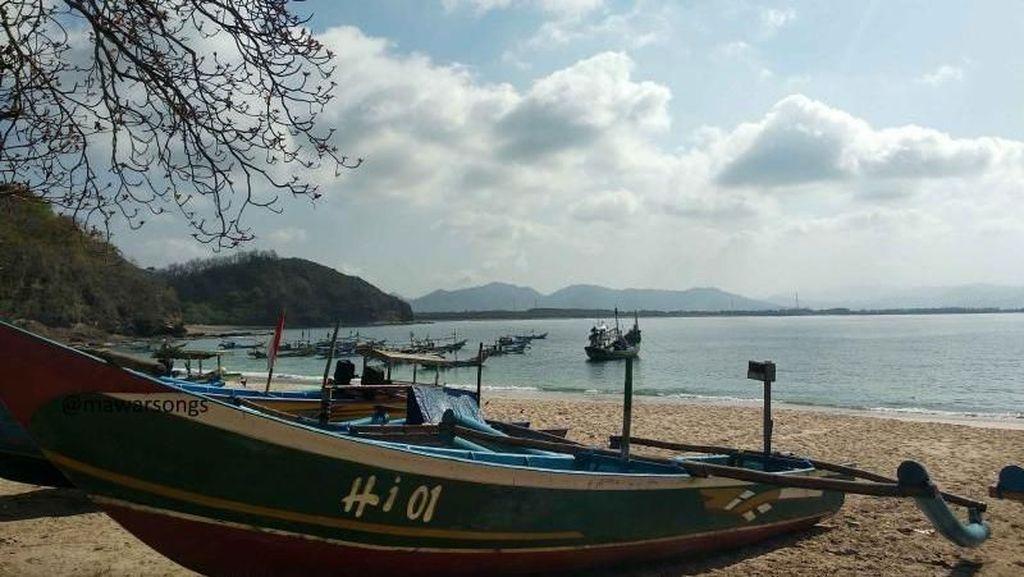 Sejenak Hilangkan Penat di Pantai Tanjung Papuma