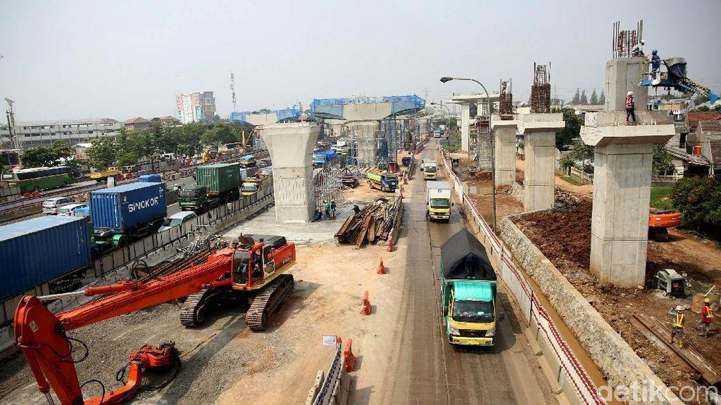 Melihat Proyek Pembangunan LRT di Kawasan Jakarta-Cikampek