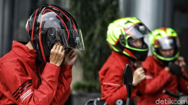 Selama perjalanan KTM Road Warriors 2018 dari Jakarta sampai Surabaya beberapa waktu lalu, kepala pemotor dilindungi oleh helm buatan anak Indonesia, RSV Helmet.