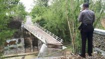 Ambruk Diterjang Banjir Bandang, Jembatan Darurat Segera Dibangun